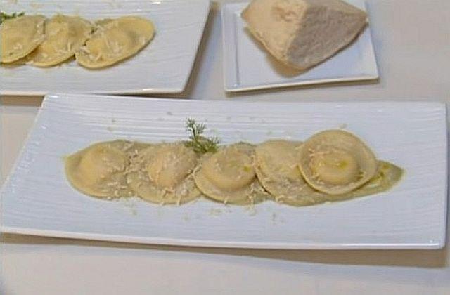 Равиоли с сыром под соусом