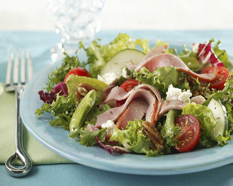 Салат из мяса и ветчины