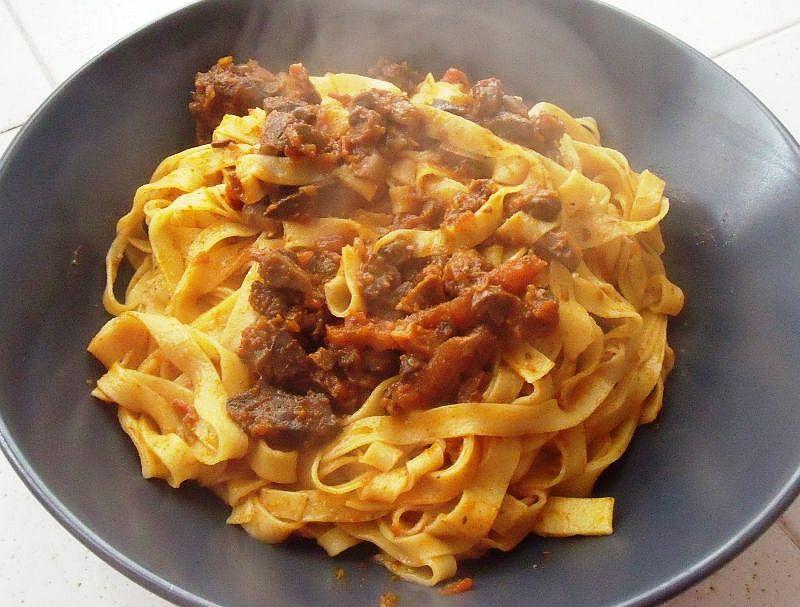 Спагетти с куриными потрошками